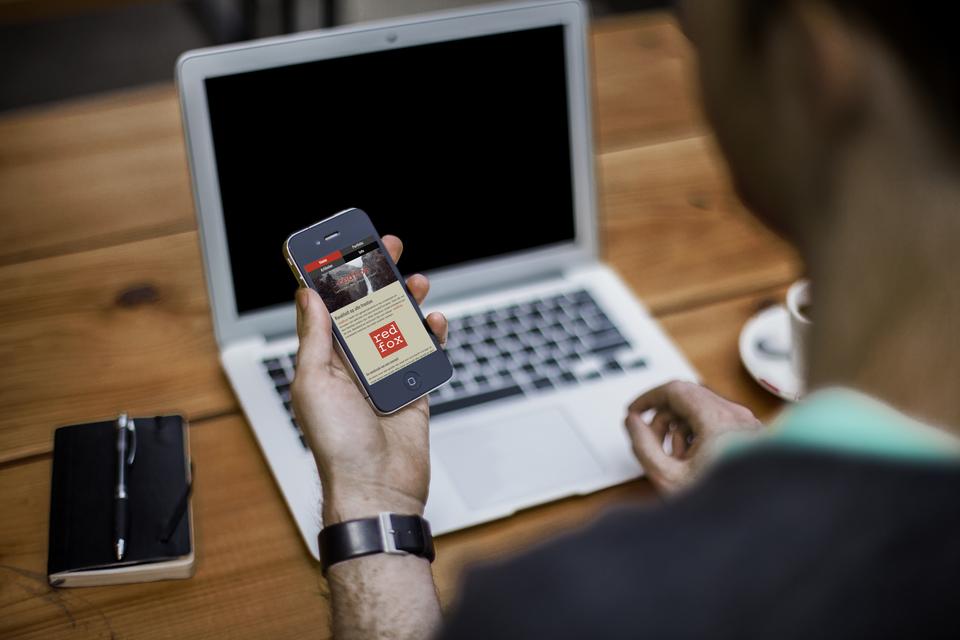 De nieuwe website van REDFOX op een smartphone